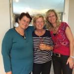Onze vrijwilligsters: Jacqueline en Wilma samen met Tini Edel